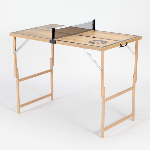 """Natur Mini Tischtennisplatte """"Der Kleine Braune"""" mit Holzmaserung und schwarzen Linien."""