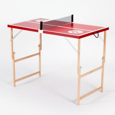 """Rote Mini Tischtennisplatte """"Die Scharfe Chili"""" ausgeklappt und bereit zum spielen. Aus Holz und Made in Austria."""
