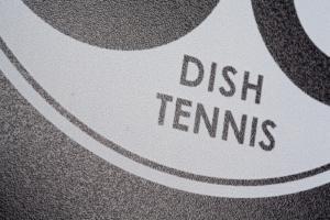 """Schwarze Mini Tischtennisplatte """"Black Beauty"""" Oberflächenstruktur mit weißem Logo"""